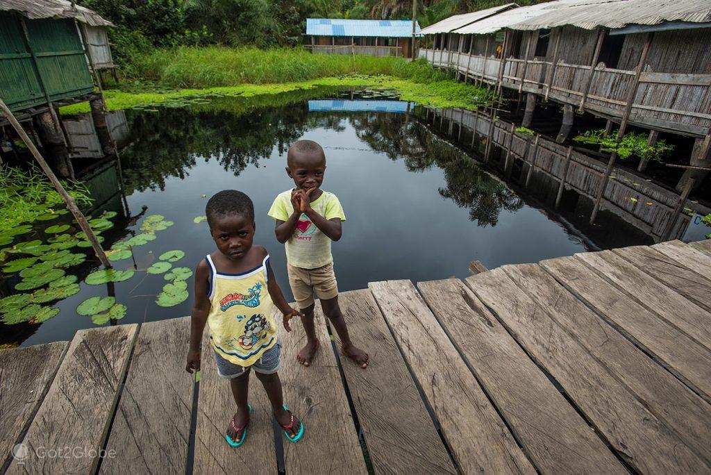 Crianças de Nzulezu, Gana