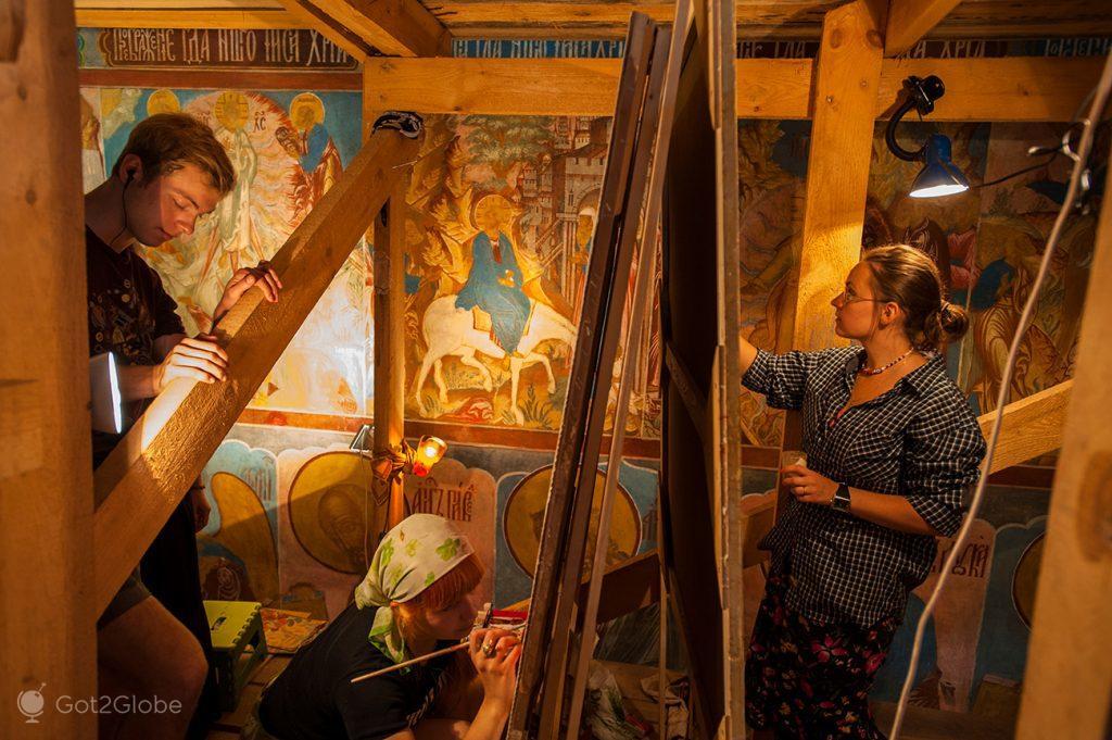 Alunos de pintura no Mosteiro de Santo Jacob o Salvador, Rostov, Rússia