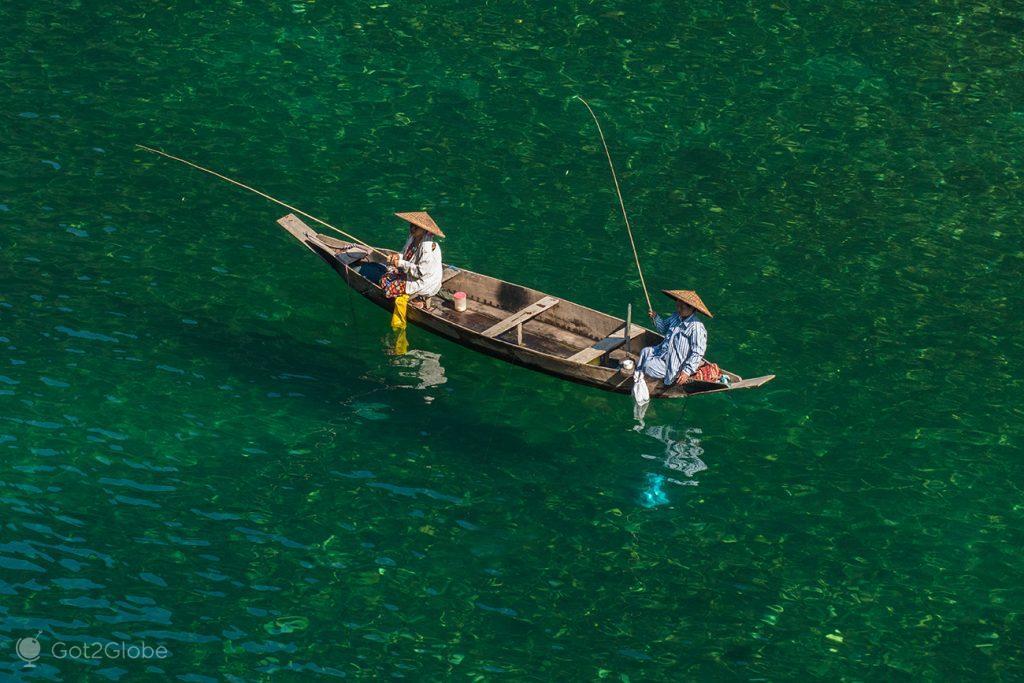 Pescadoras no rio Dawki, Índia