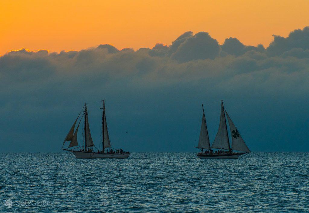 Veleiros ao largo de Key West, Flórida Keys, Estados Unidos