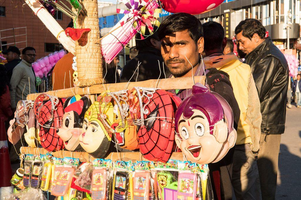 Vendedor de máscaras, Police Bazaar, Shilong, Meghalaya, India