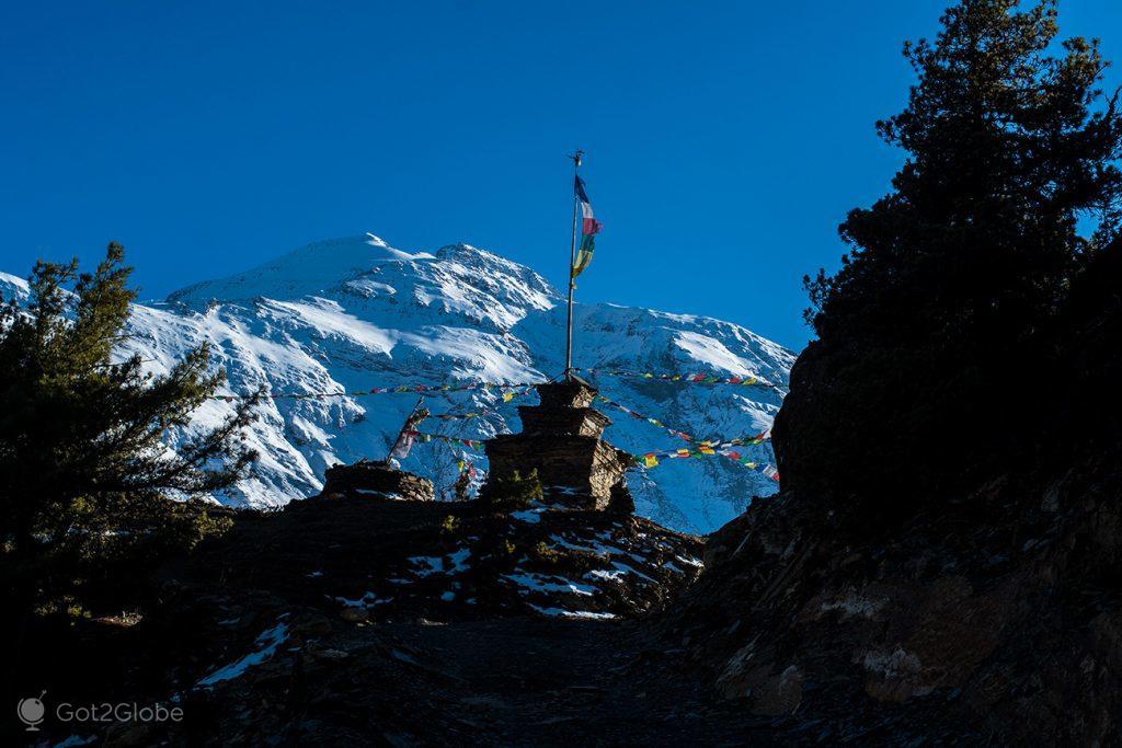 Estupa entre Ghyaru e Ngawal, Nepal
