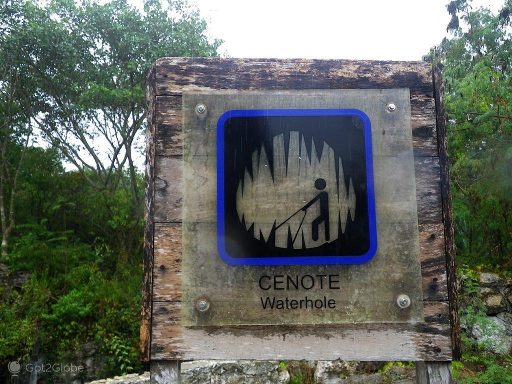 Sinal de Cenote, em Chunkanan, Mérida, México