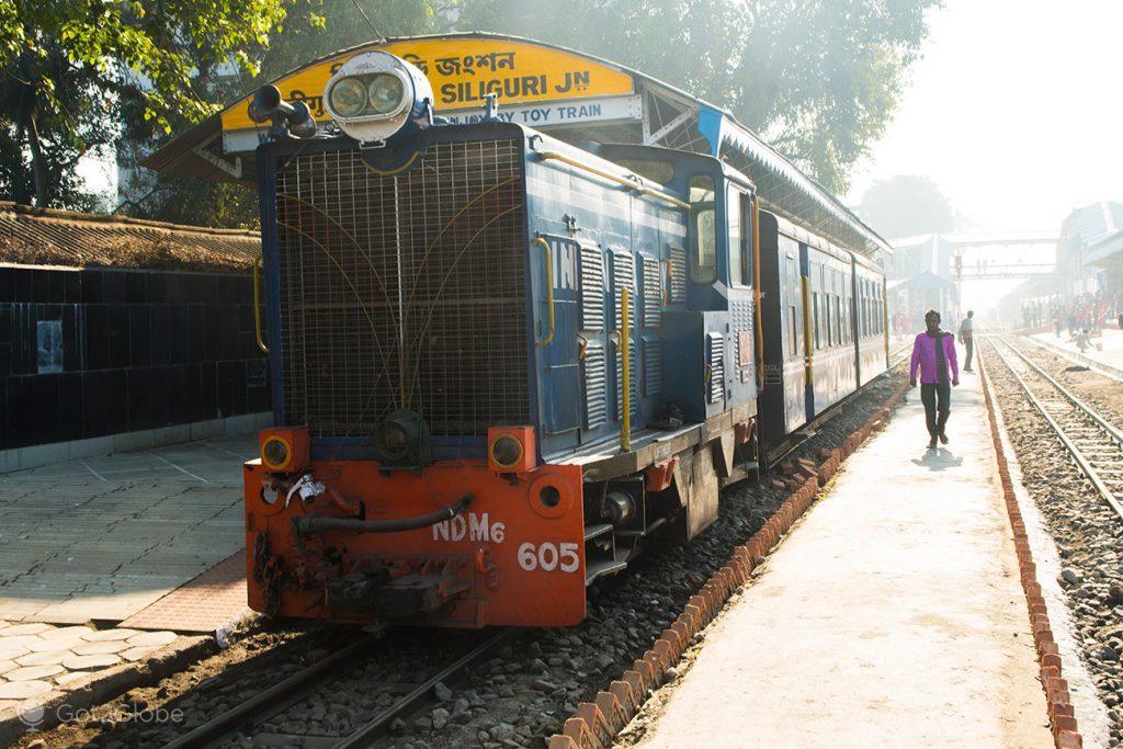 Toy Train, estação ferroviária de Siliguri, Bengala Ocidental, Índia
