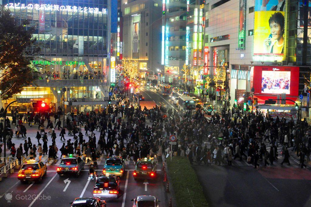 Famoso cruzamento de Shibuya, Tóquio, Japão