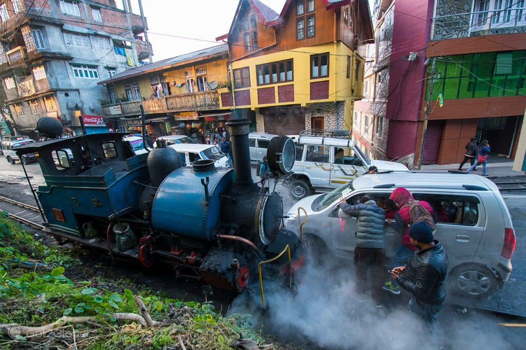 Colisão de carro com Toy Train, Darjeeling, Bengala Ocidental, Índia