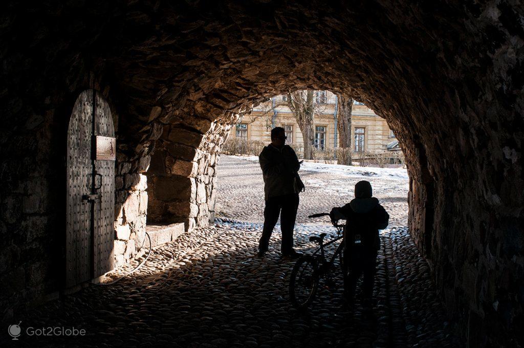Túnel da fortaleza de Suomenlinna, Helsínquia, Finlândia