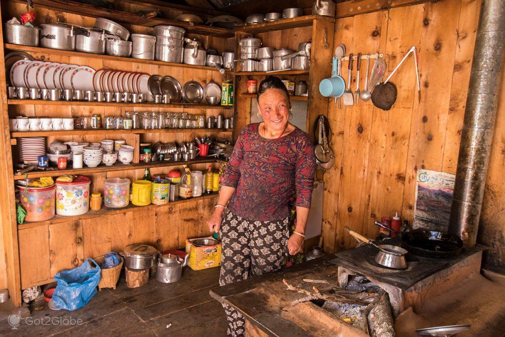 Dona de Tea House de Ghyaru, Nepal