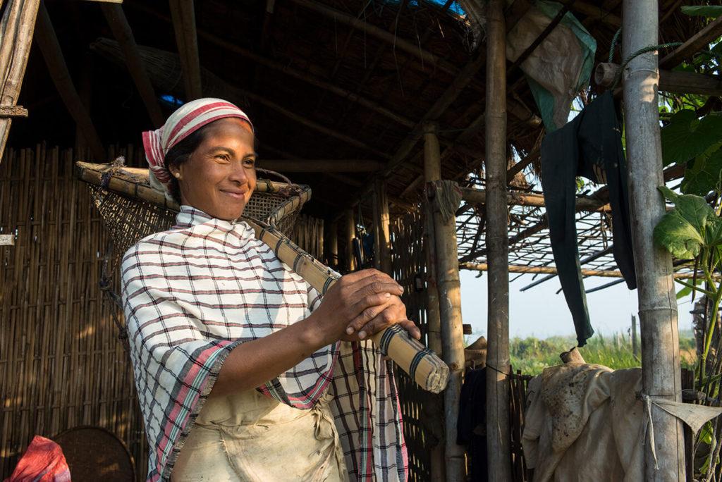 Pescadora, Maguri Beel, Assam, Índia