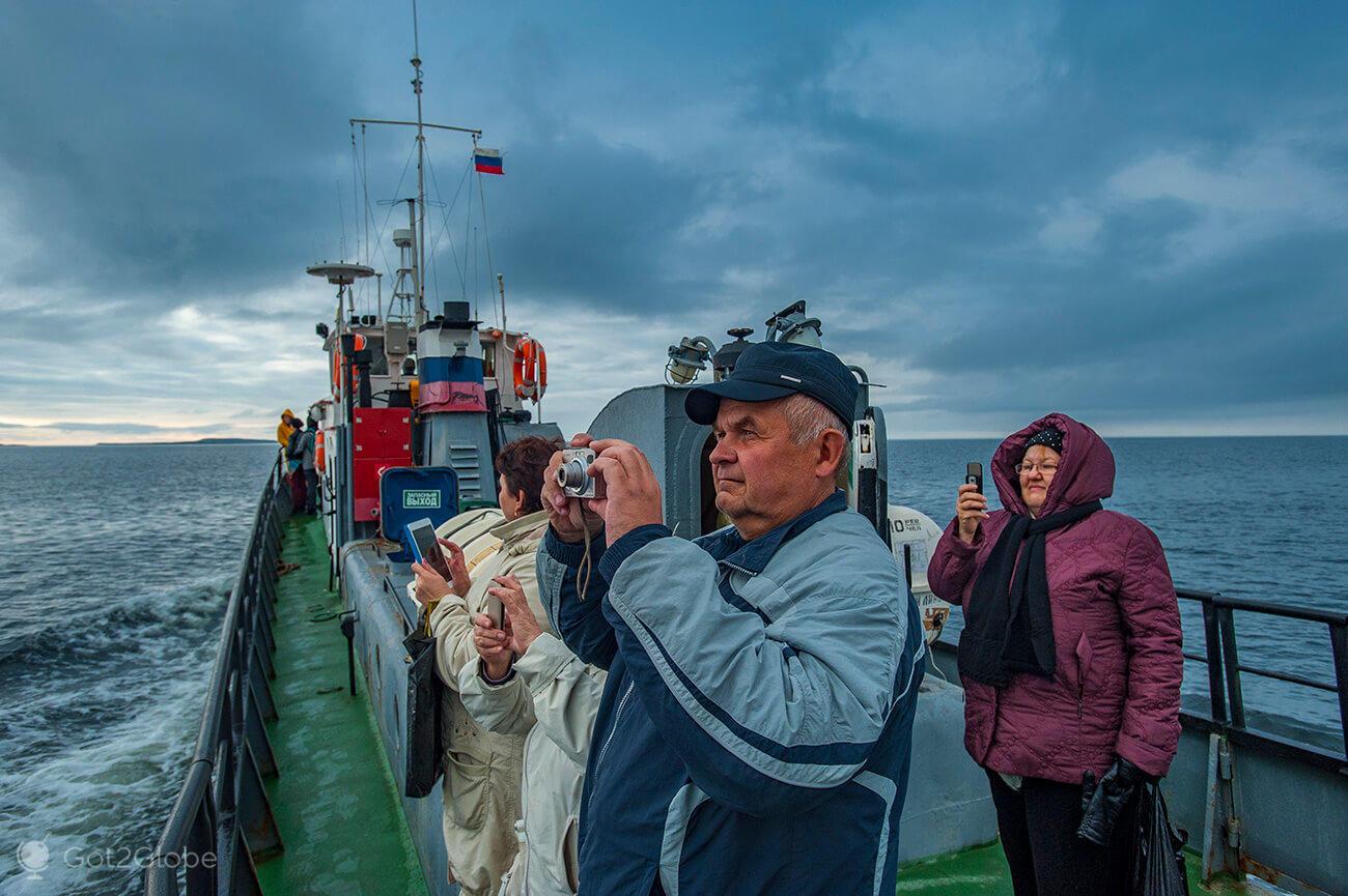 Passageiros barco Pechak, Mar Branco, ilhas Solovetsky