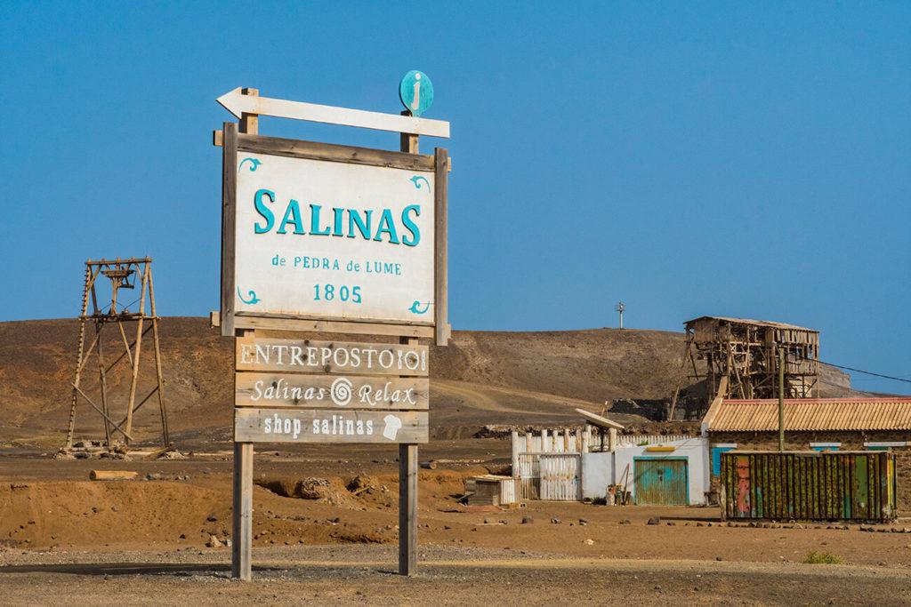 placa indicativa, salinas de pedra de lume, ilha do sal, cabo verde