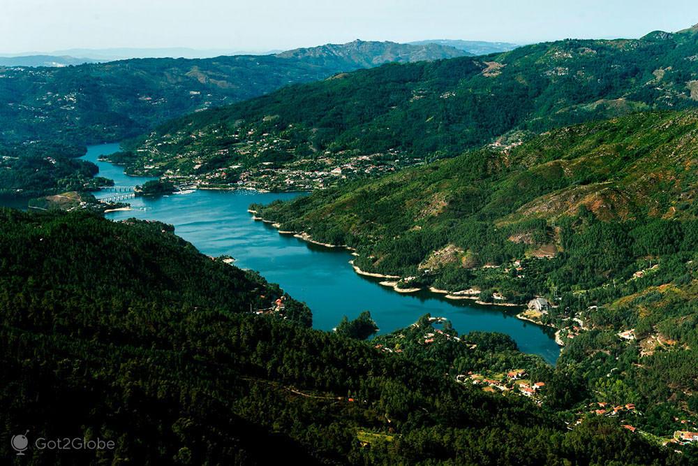 Rio Cávado, vista do Miradouro da Pedra Bela, Gerês, Portugal