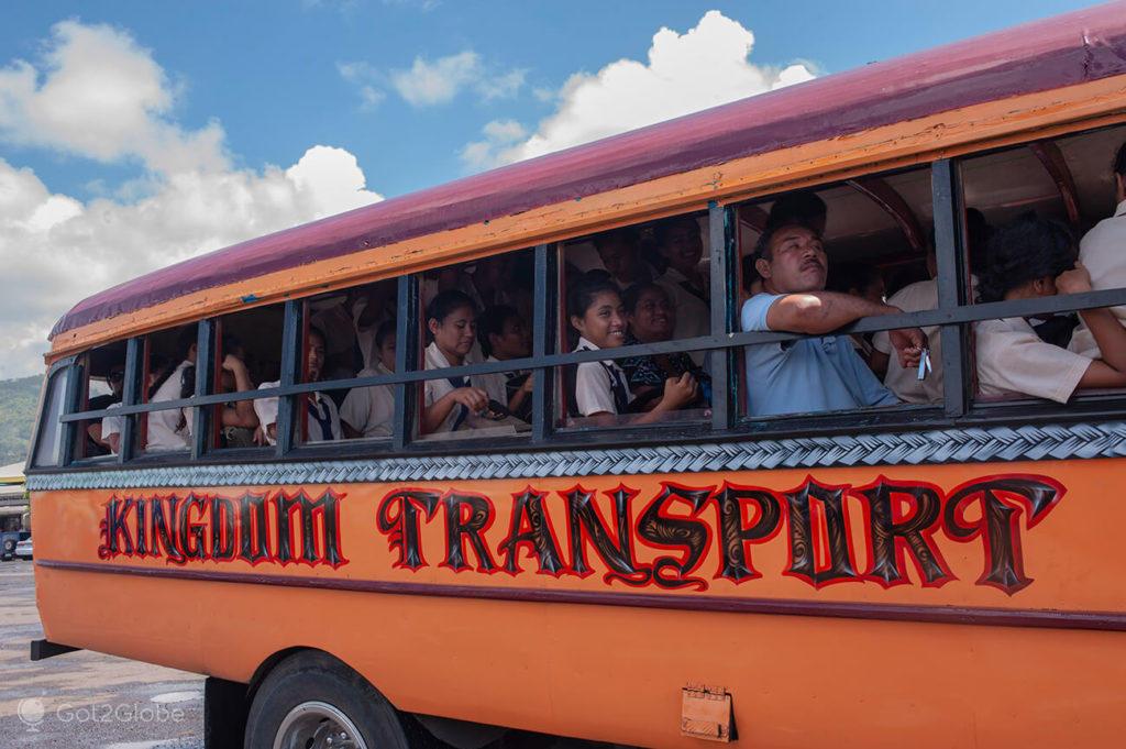 Passageiros em autocarro de Apia, Samoa Ocidental
