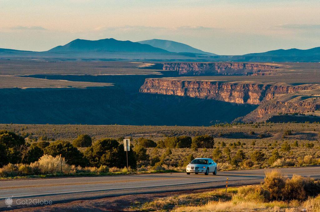 State Road 68 com o Rio Grande em fundo