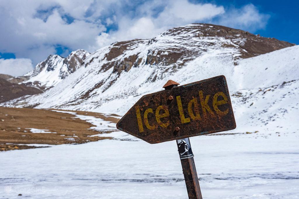 Sinalização do Ice Lake, à entrada do lago, Circuito Annapurna, Nepal