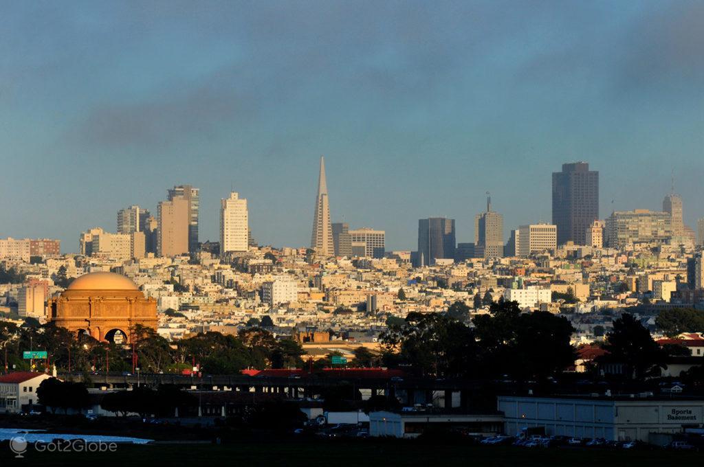 Skyline nevoenta de São Francisco, Califórnia, Estados Unidos da América