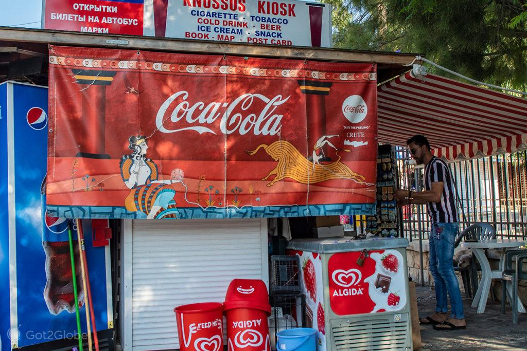 Painel publicitário da Coca-Cola, Palácio de Cnossos, Creta, Grécia