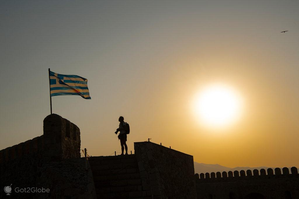 Visitante na fortaleza veneziana de Koules, Iraklio, Creta, Grécia