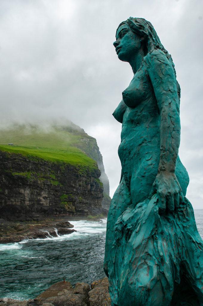 Estátua da mulher-foca Kópakonan, Mikladalur, Kalsoy, ilhas Faroé