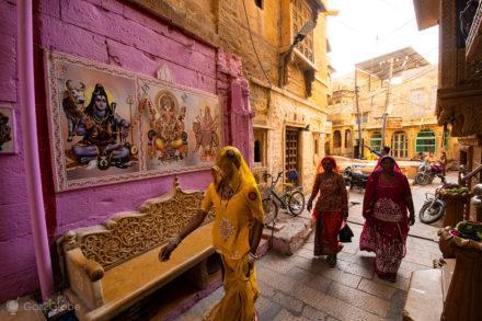 Mulheres no forte de Jaisalmer, Rajastão, India