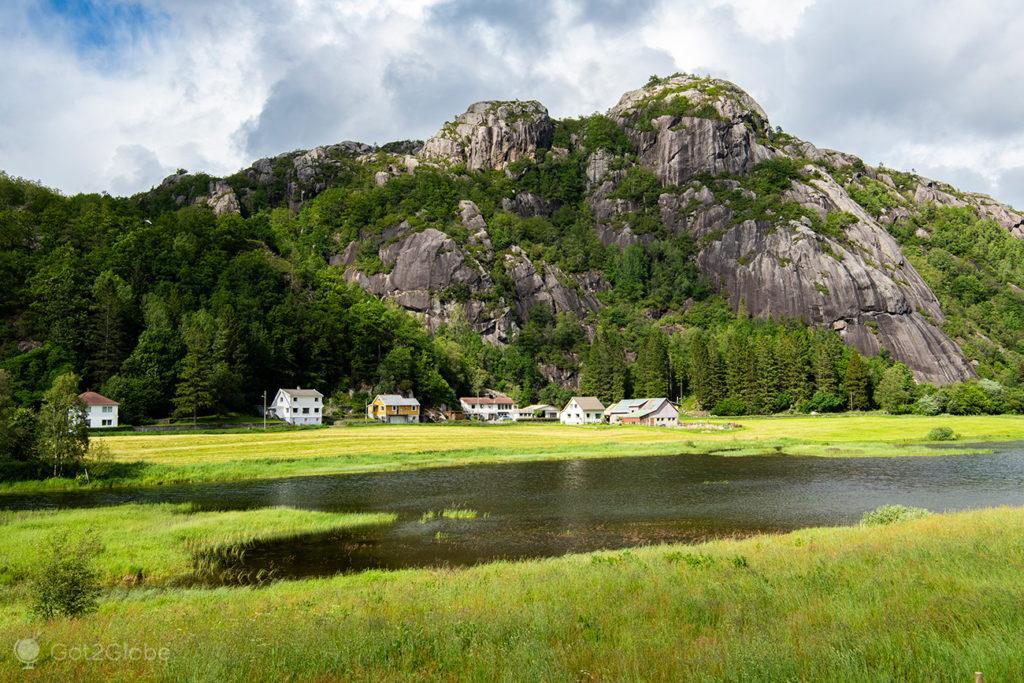 Povoado no Magma Geopark, Noruega