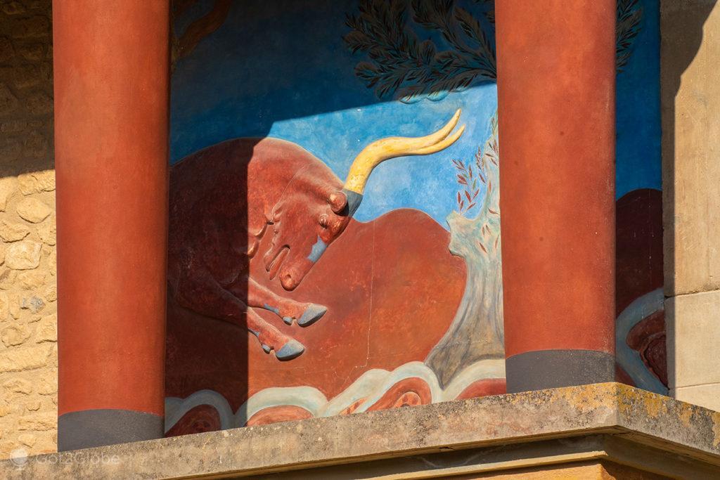 """Reconstituição do fresco """"Charging Bull"""", palácio de Cnossos, Creta, Grécia"""