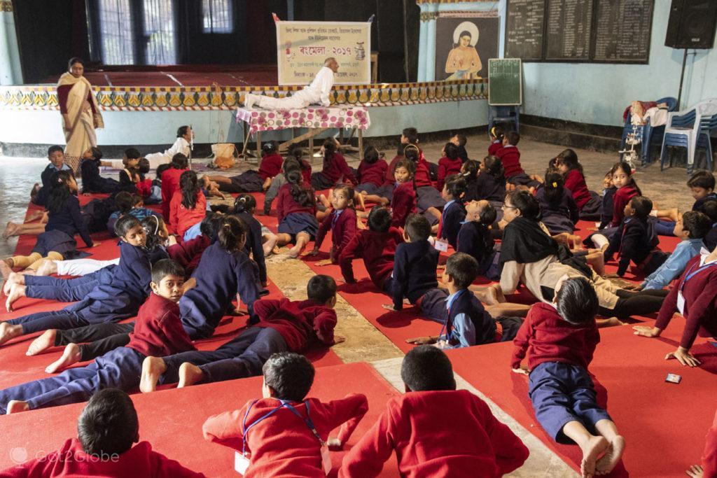 Aula de ioga, Kamelabari satra, Majuli, Assam, India