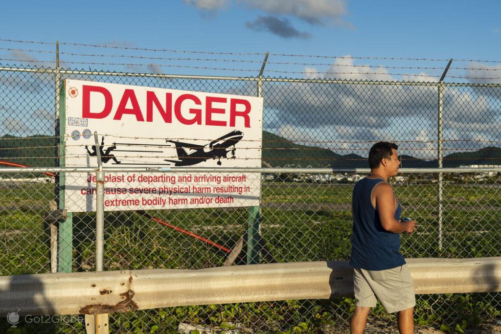 Aviso de jet blast, Maho Beach, SInt Maarten