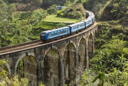 Composição sobre Nine Arches Bridge, Ella, Sri Lanka