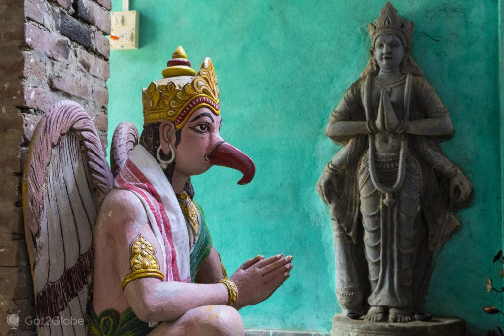 Estátua de Garuda-Garamur Satra, Majuli, Assam, India