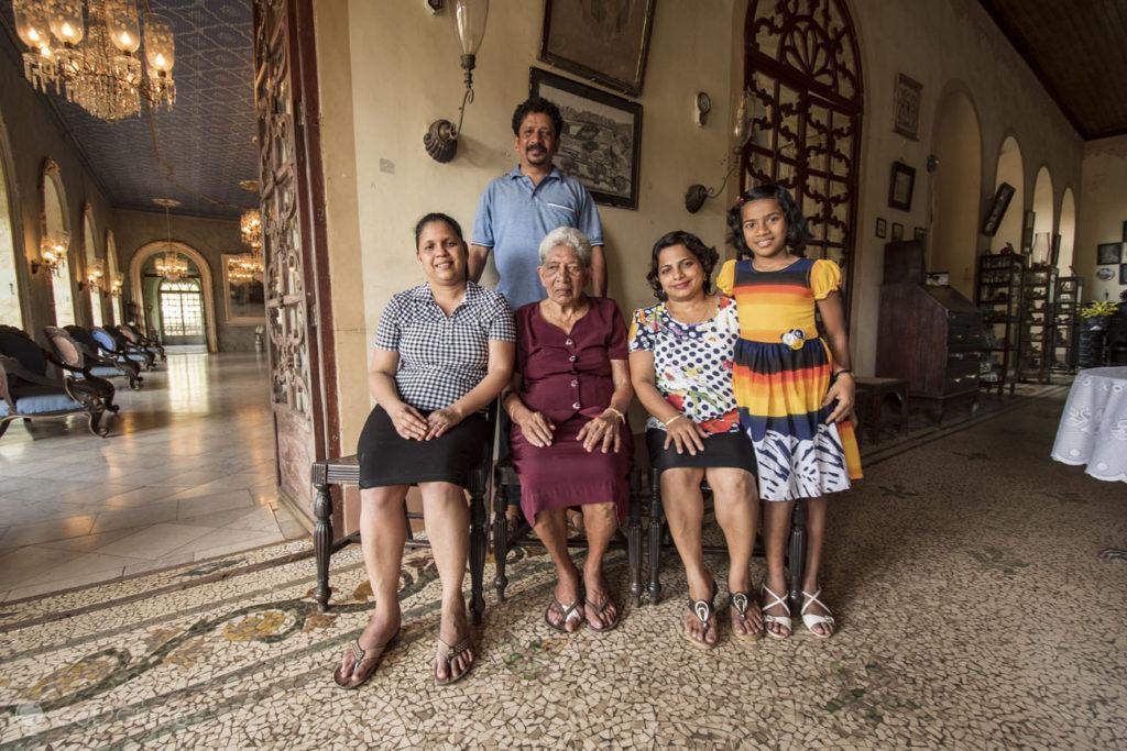 Parte da família Bragança-Pereira, Casa Menezes Bragança, Chandor, Goa, India