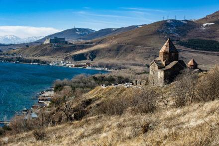 Igreja arménia, península Sevanavank, Lago Sevan, Arménia