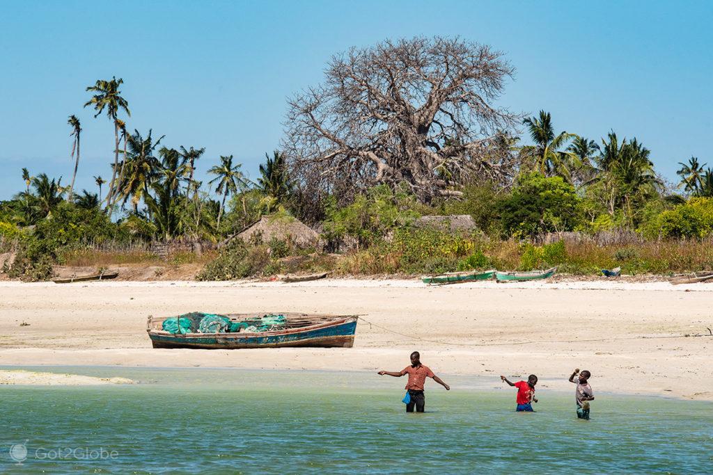Pesca à linha, ilha Quirimba, Moçambique