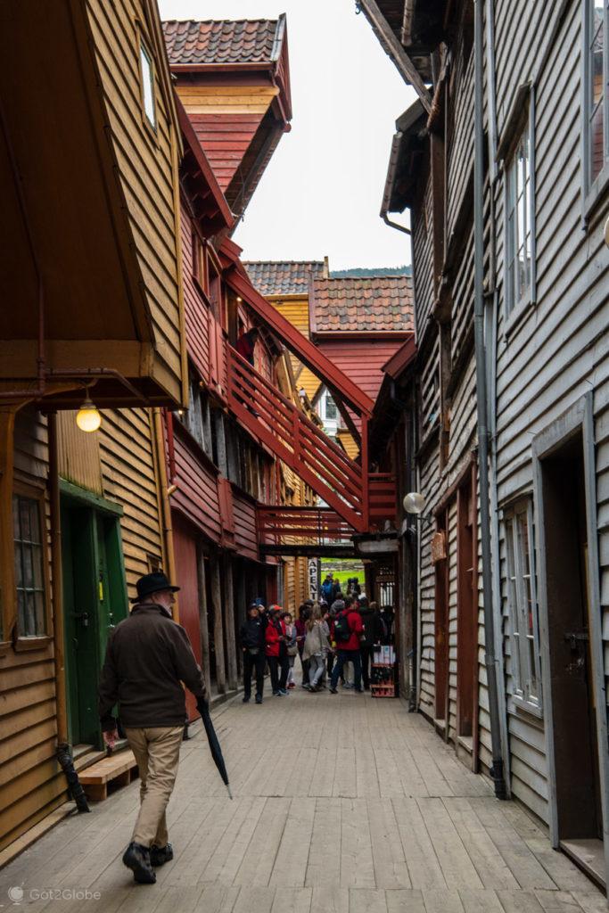 Transeuntes, Bryggen, Bergen, Noruega