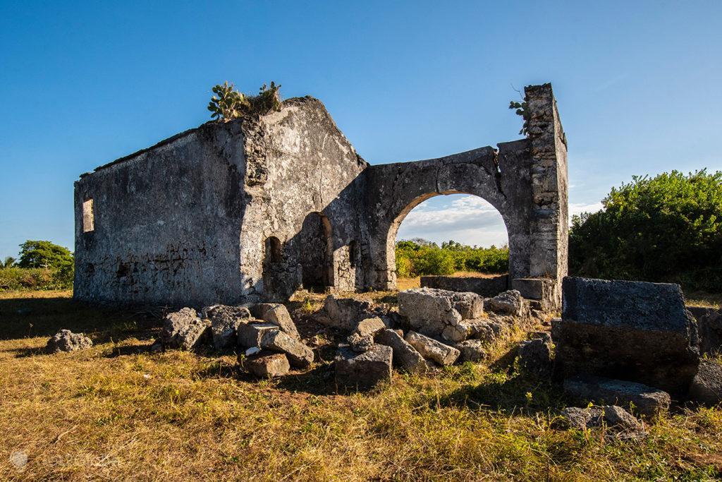 Ruínas de igreja, ilha Quirimba, Moçambique