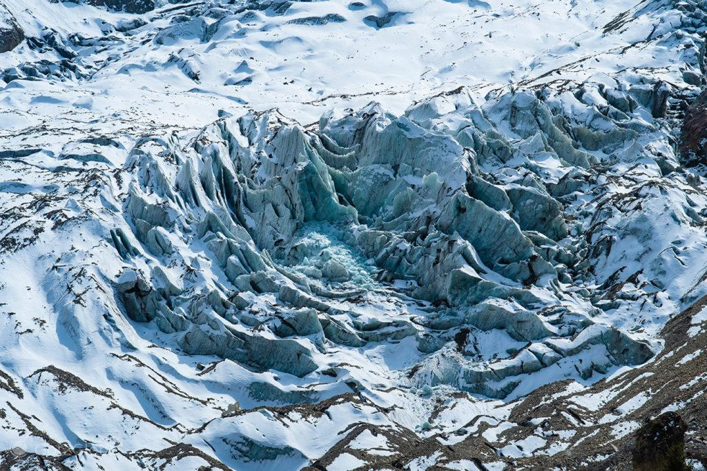 Relevo de glaciar encosta de Gangapurna, Circuito Annapurna, Nepal