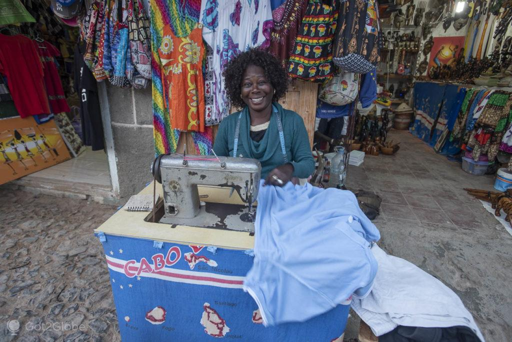 Costureira em Sal Rei, Ilha da Boa Vista, Cabo Verde, Sal, a Evocar o Sara