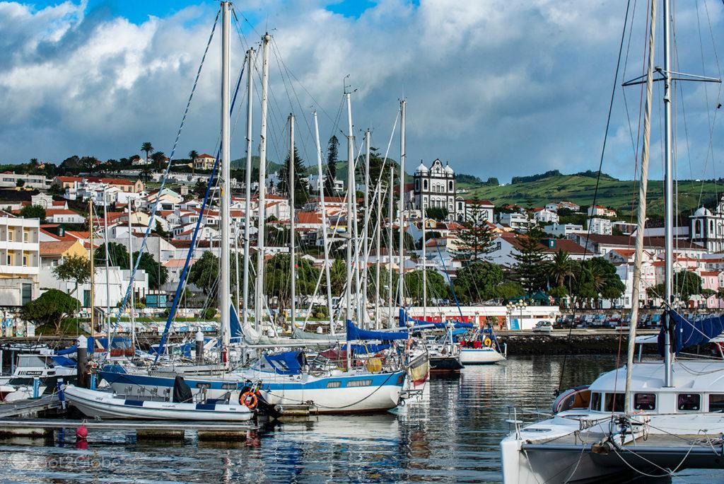 Veleiros na Marina da Horta, Faial, Cidade que dá o Norte ao Atlântico