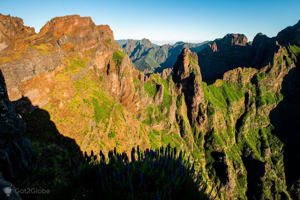 Cristas de cor, Pico do Arieiro ao Pico Ruivo, Ilha da Madeira, Portugal