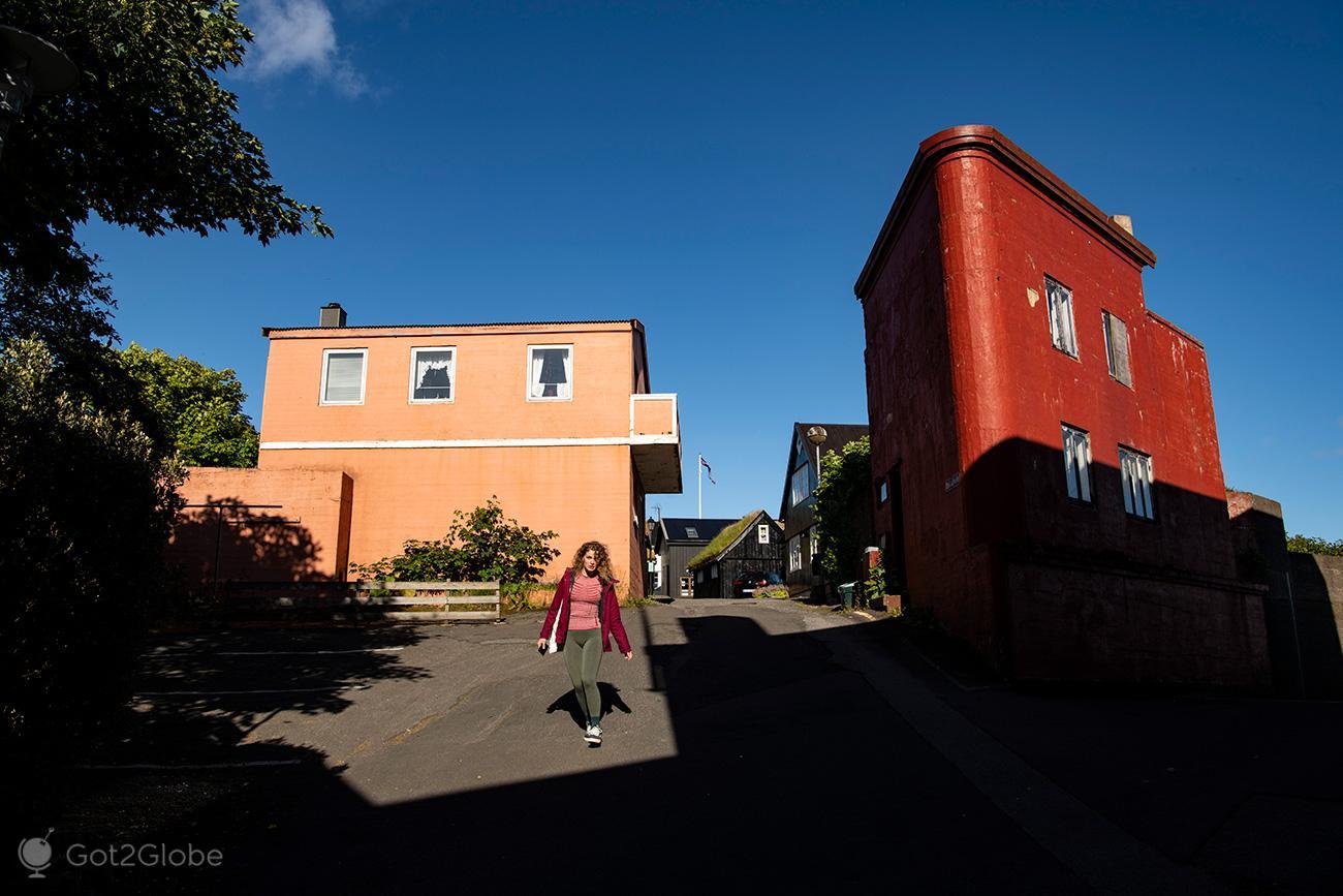 Visitante de Torshavn, Ilhas Faroe, arquitectura