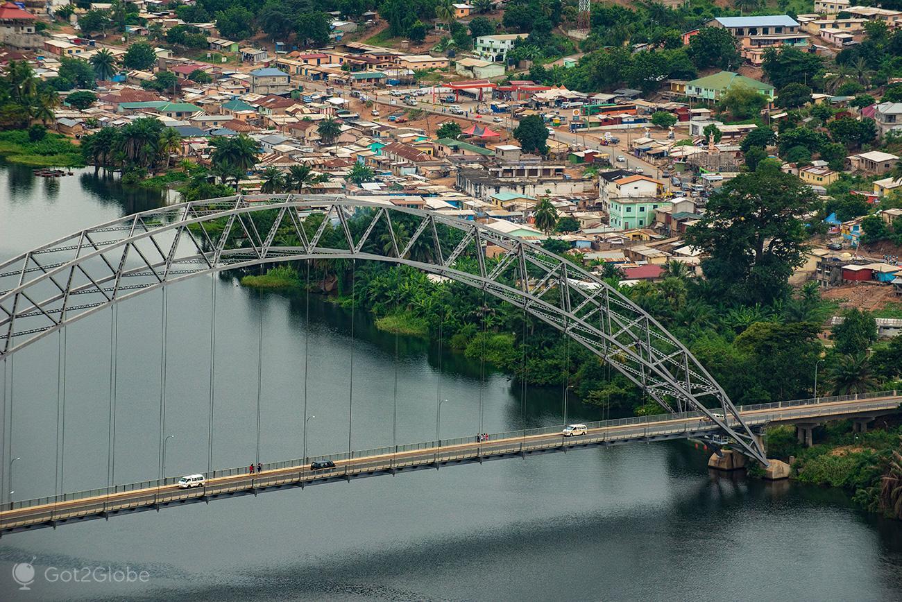 Ponte Adomi sobre o rio Volta, Akwamu, Gana