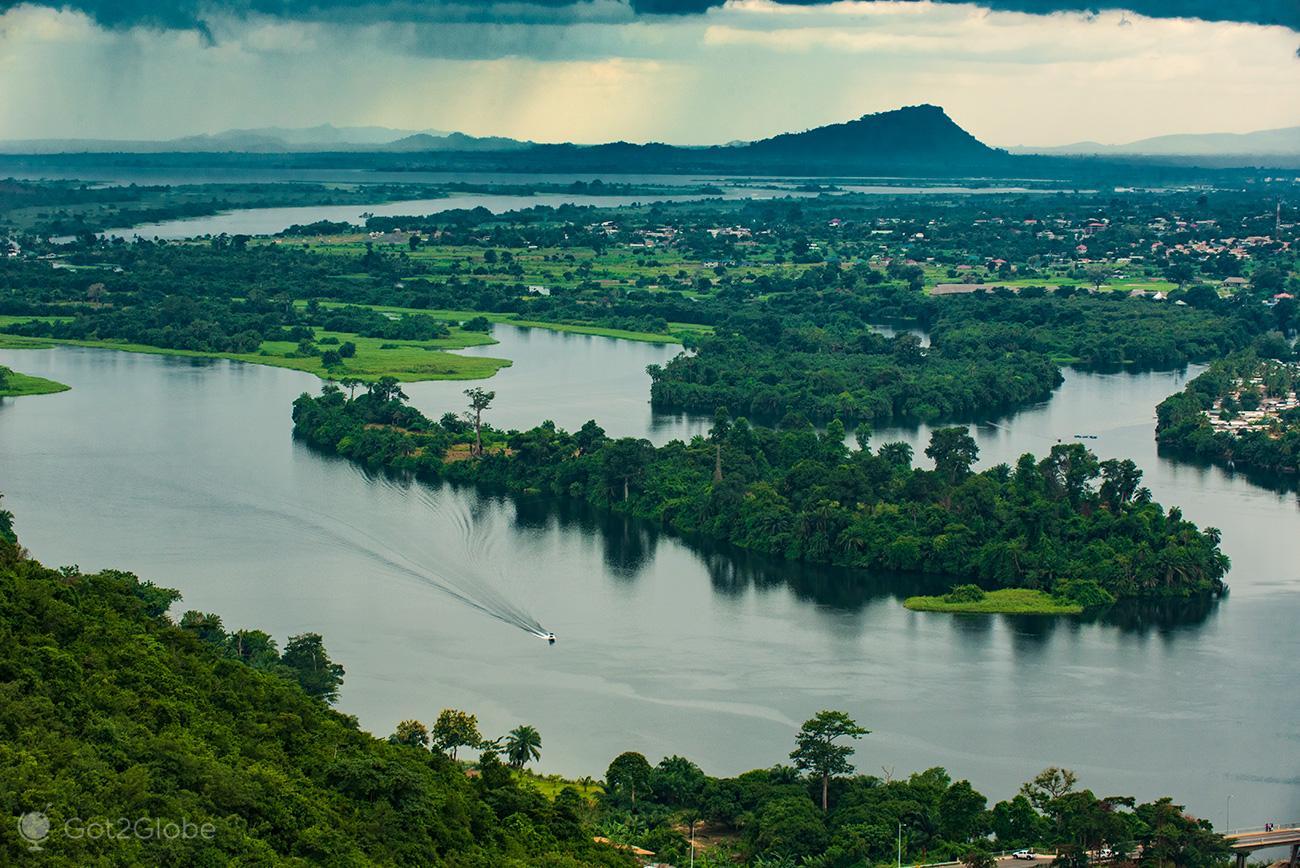 Meandros e recortes do rio Volta, Akwamu, Gana